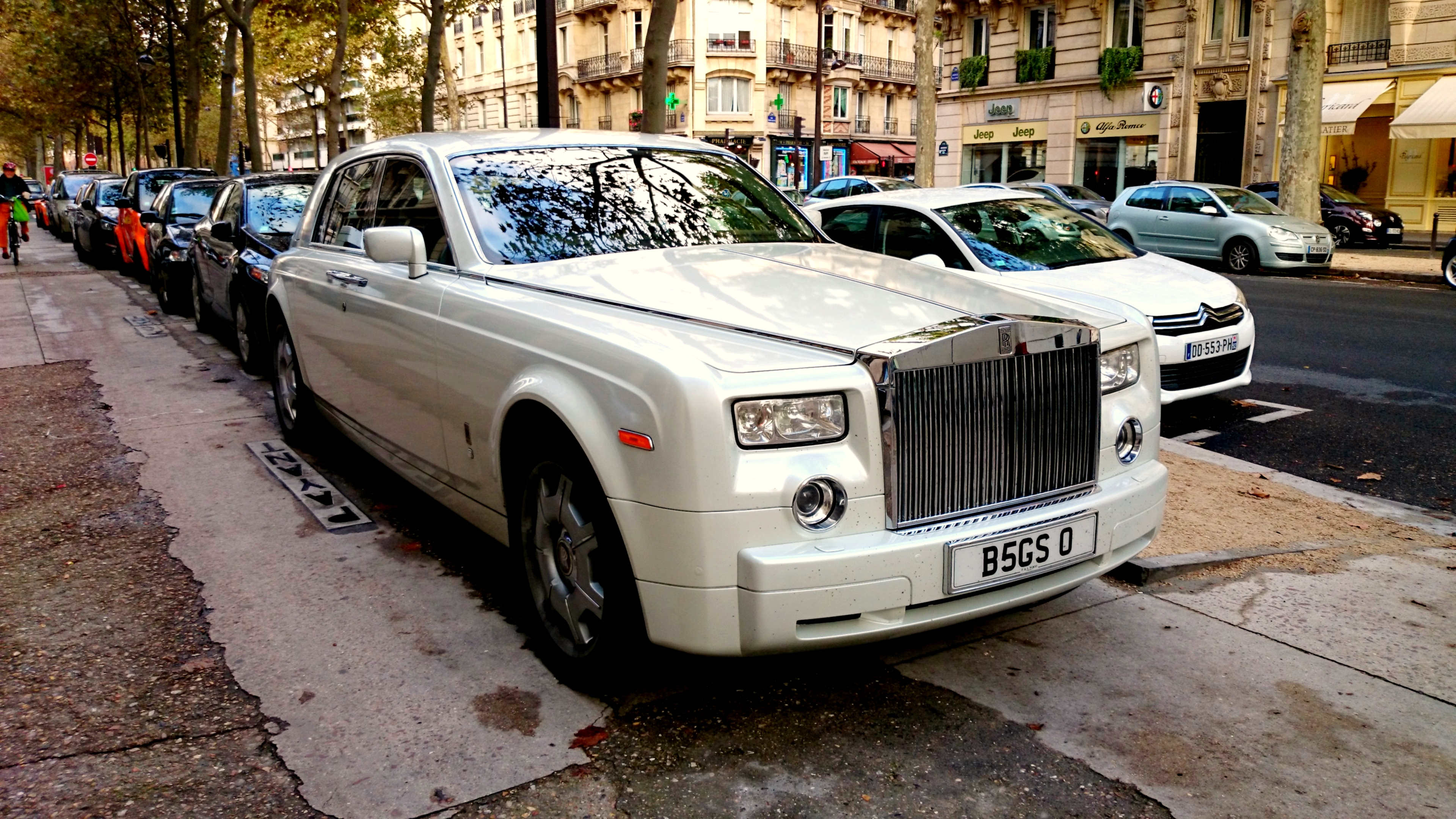 Cool Review About 2018 Rolls Royce Ghost with Interesting