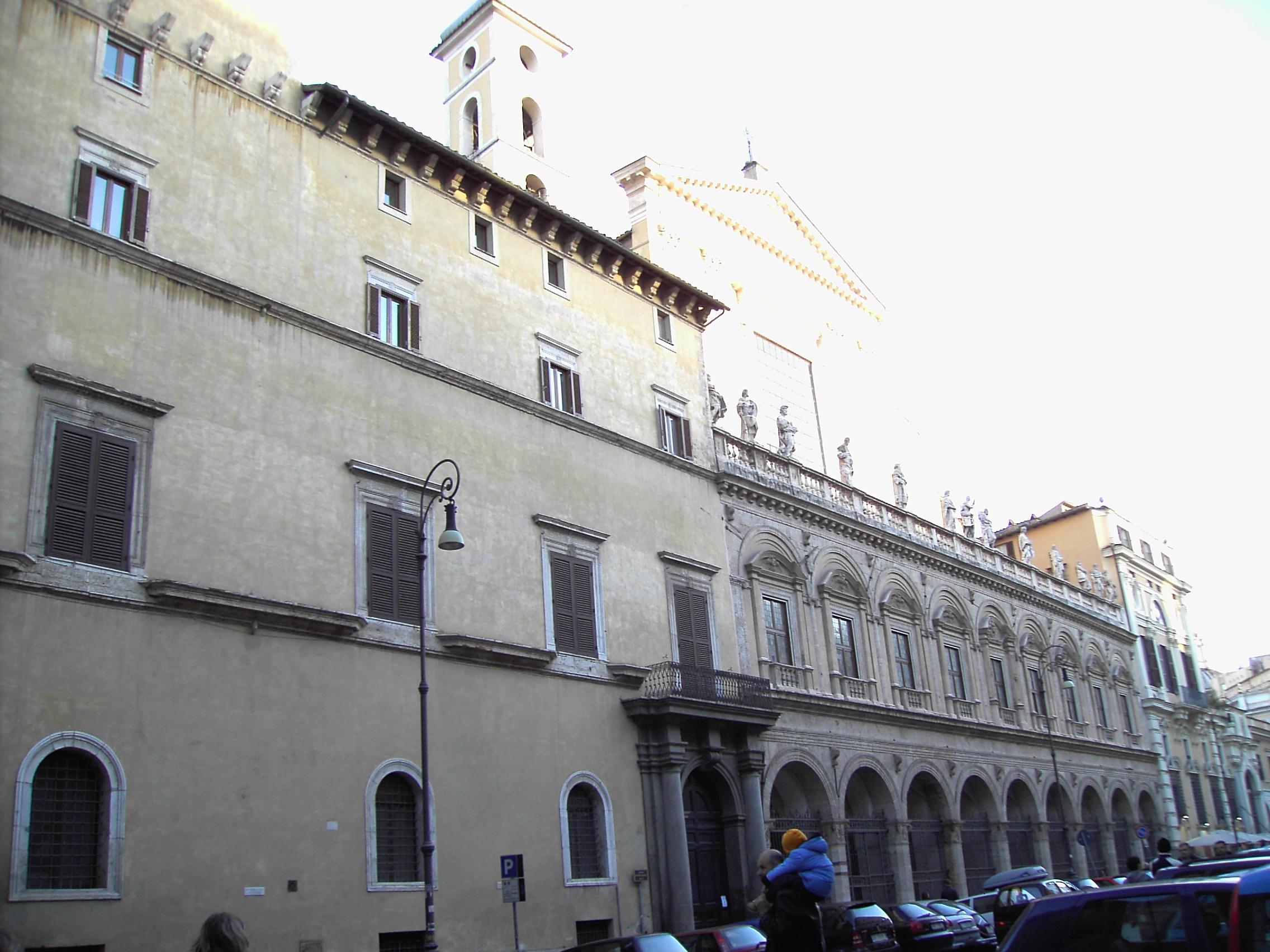 File Santi apostoli palazzo colonna 03 JPG