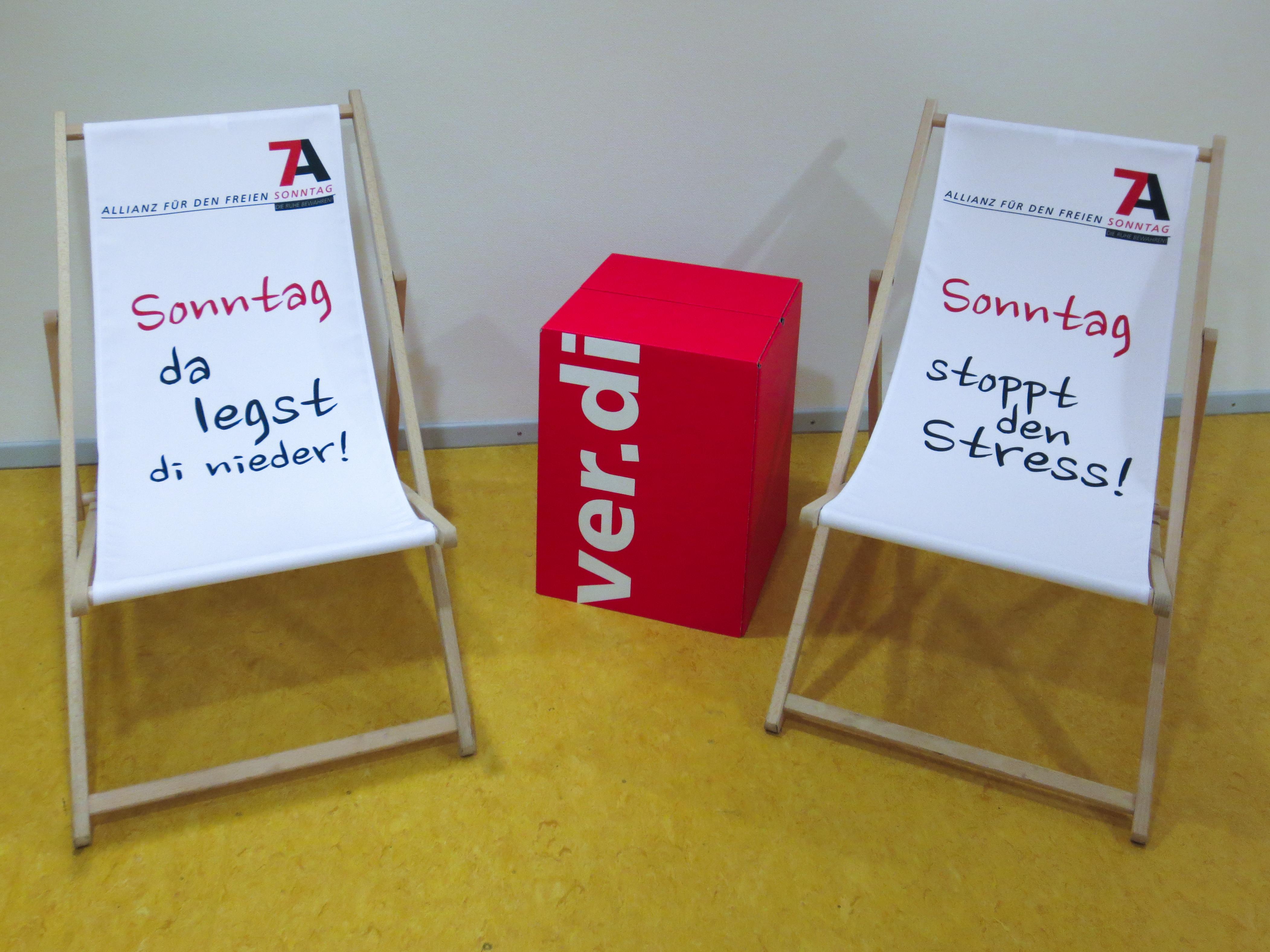 Liegestühle  File:Sonntagsallianz - Liegestühle bei Verdi 001.jpg - Wikimedia ...