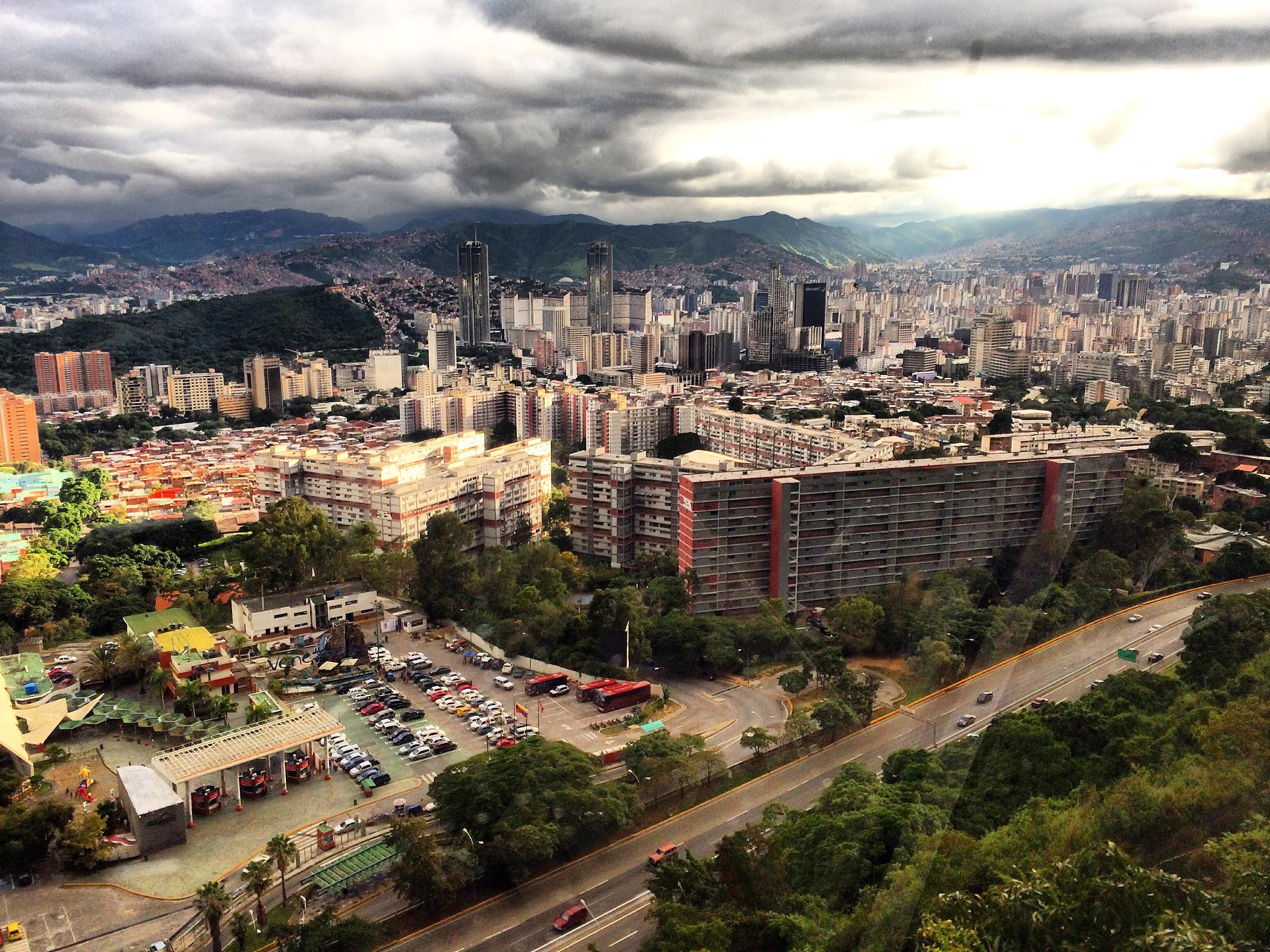 File Teleferico de Caracas Vista de la ciudad Wikimedia mons