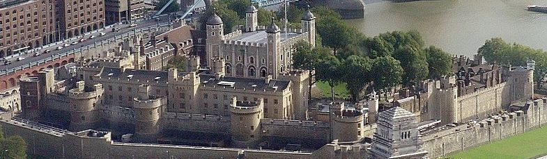 Tower of london from swissre panoramic.jpg