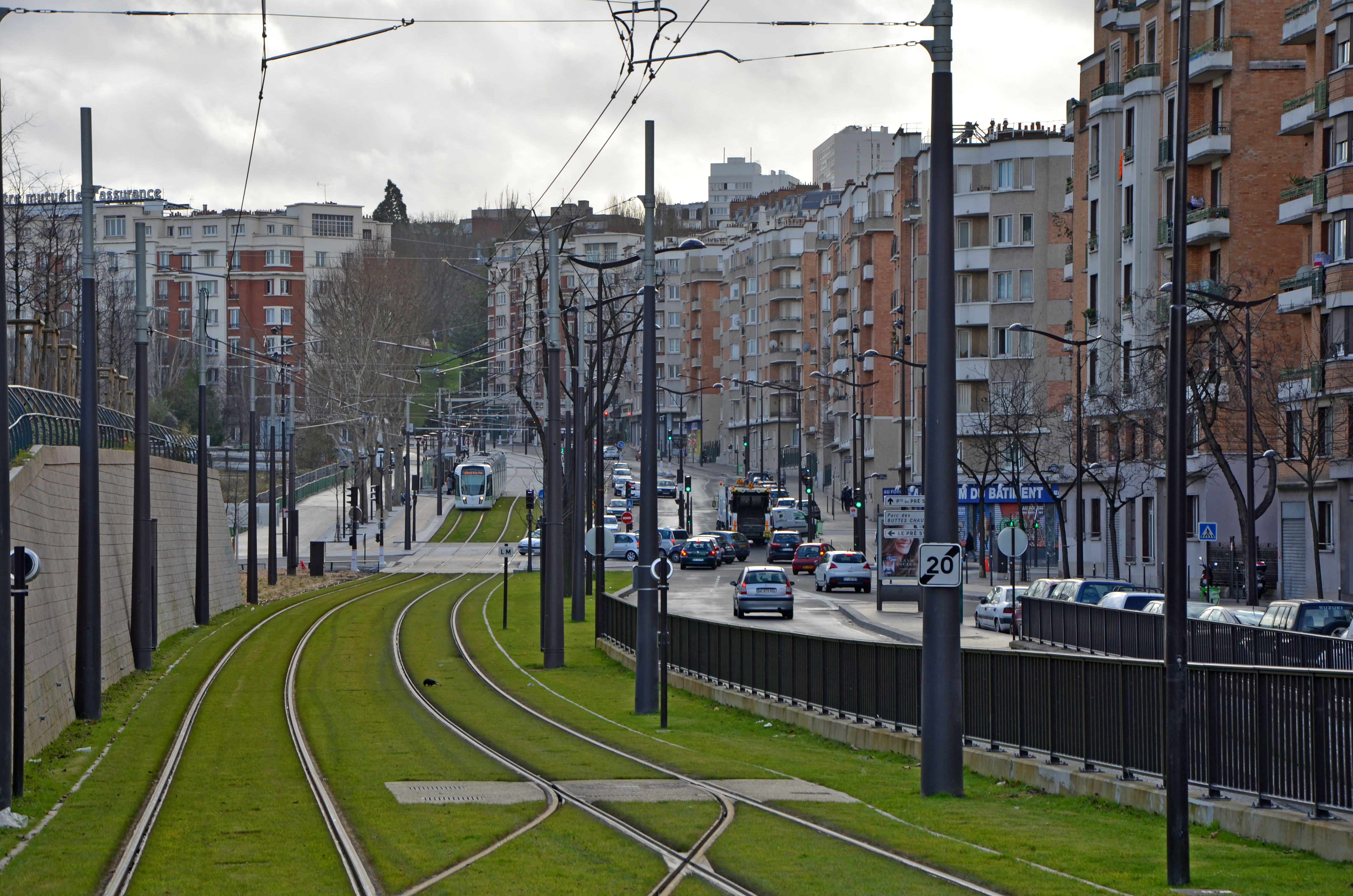 File:Tramway-line-T3B-in-Paris-near-porte-de-Chaumont--DSC 0125.jpg ...