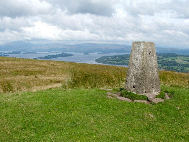 Trig Point on Bromley Muir - geograph.org.uk - 1036610
