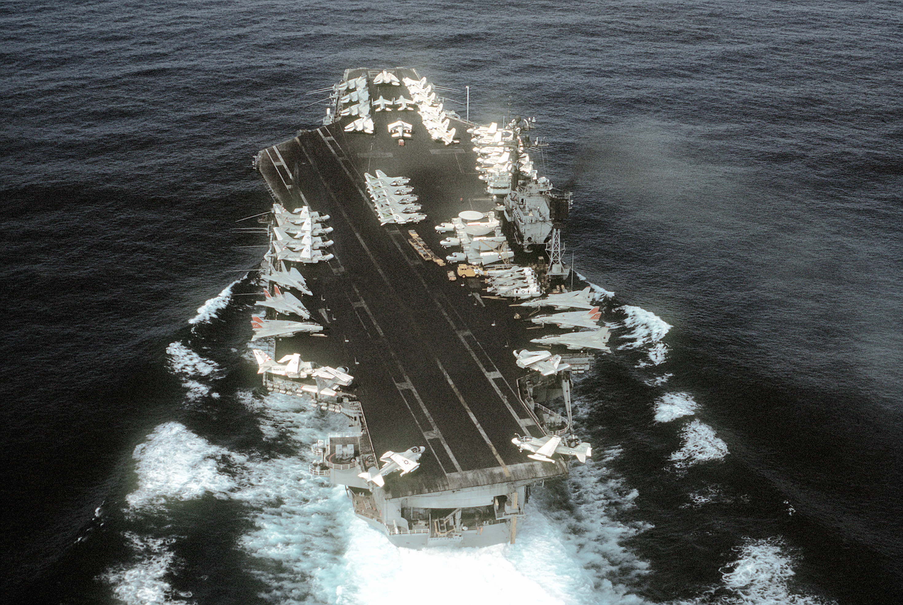 File USS John F Kennedy CV 67 Stern View 1982 Wikimedia Mons
