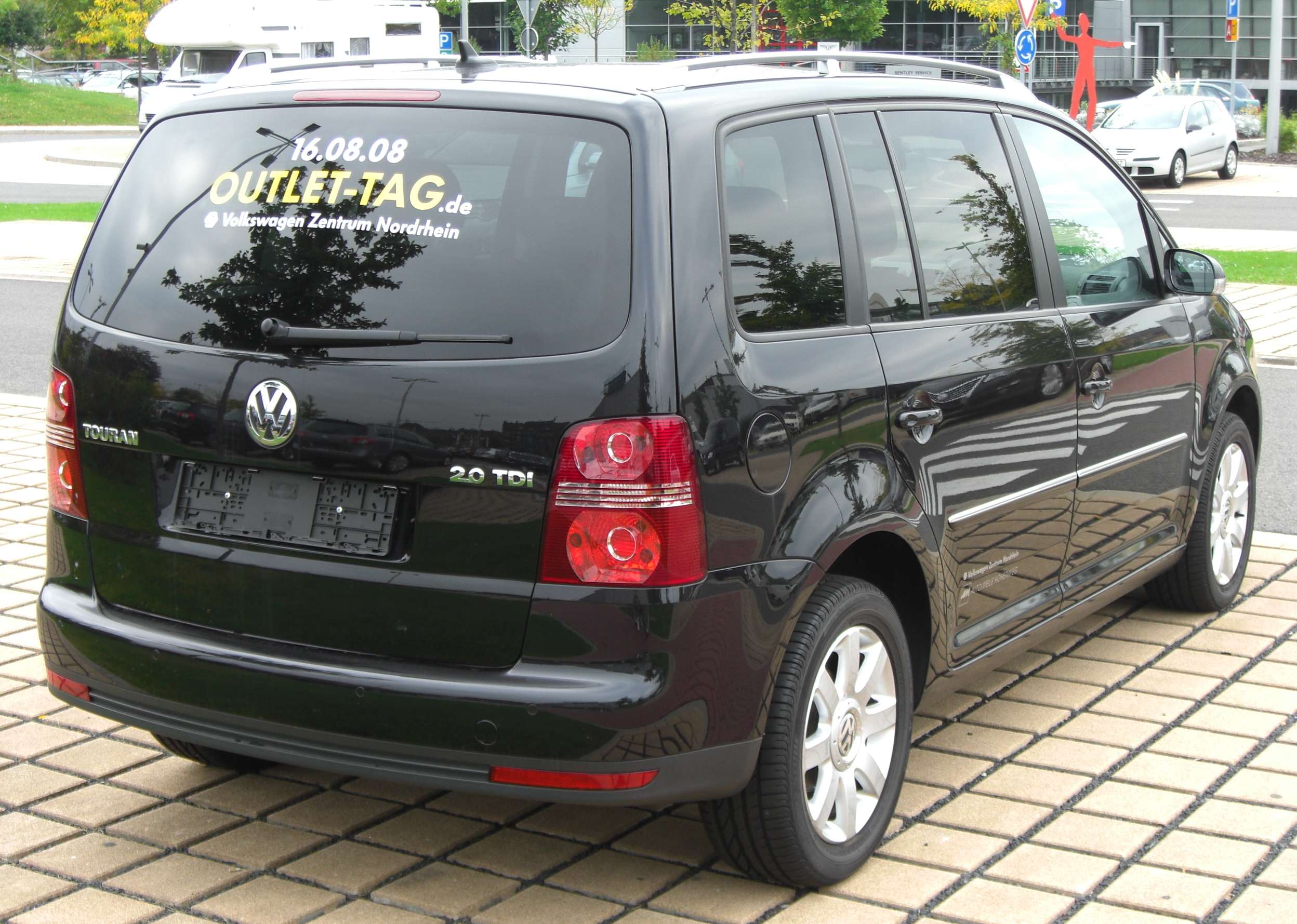 File Vw Touran 2 0 Tdi Facelift Rear 1 Jpg Wikimedia Commons