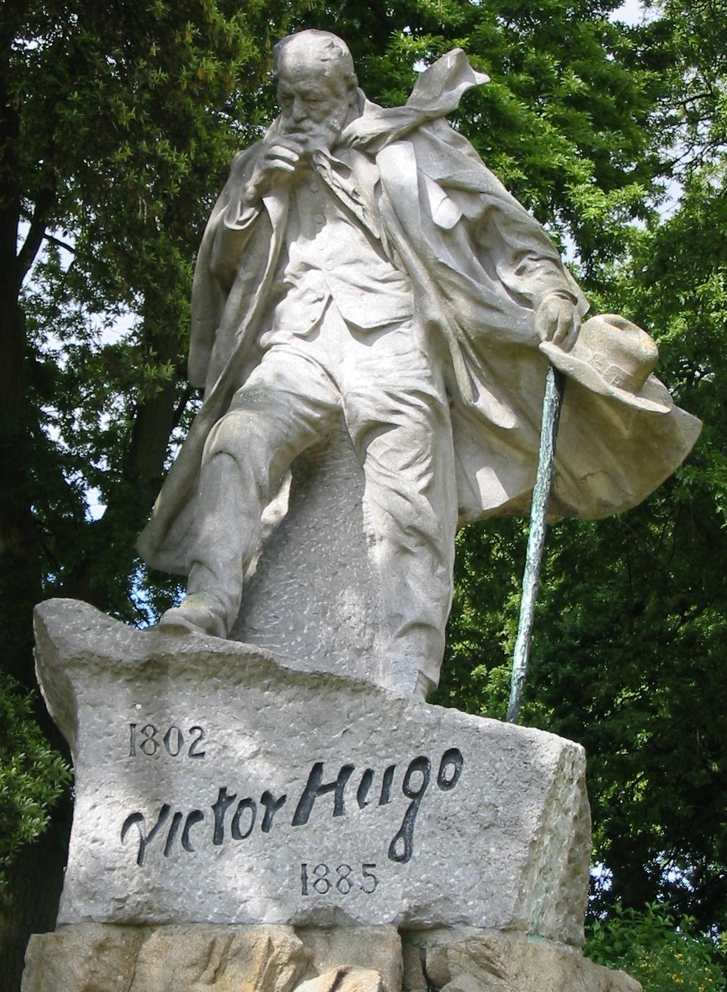 Zanimljivosti o piscima - Page 4 Victor_Hugo_statue_Guernsey