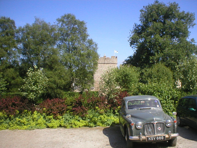 Vintage Car at Drum Castle - geograph.org.uk - 96555