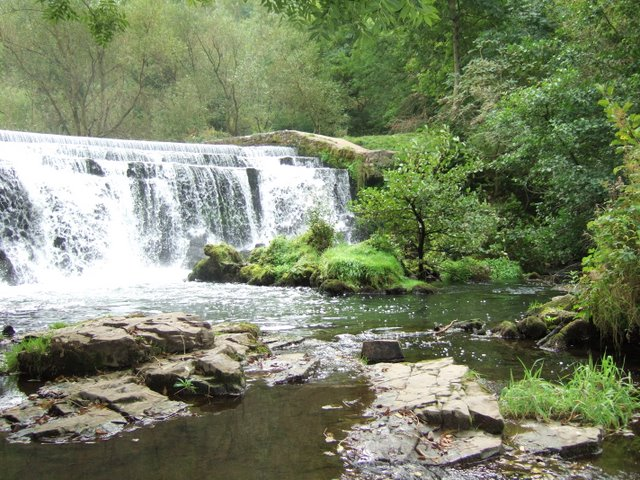 Weir at Monsal Dale - geograph.org.uk - 817100