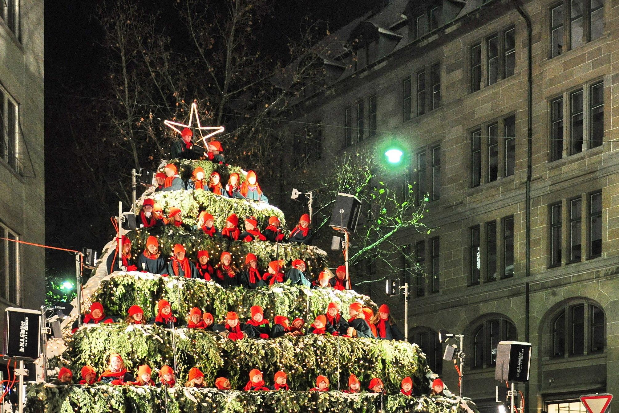 File Werdemühleplatz Singing Christmas Tree 2010 12 03 18 48 18
