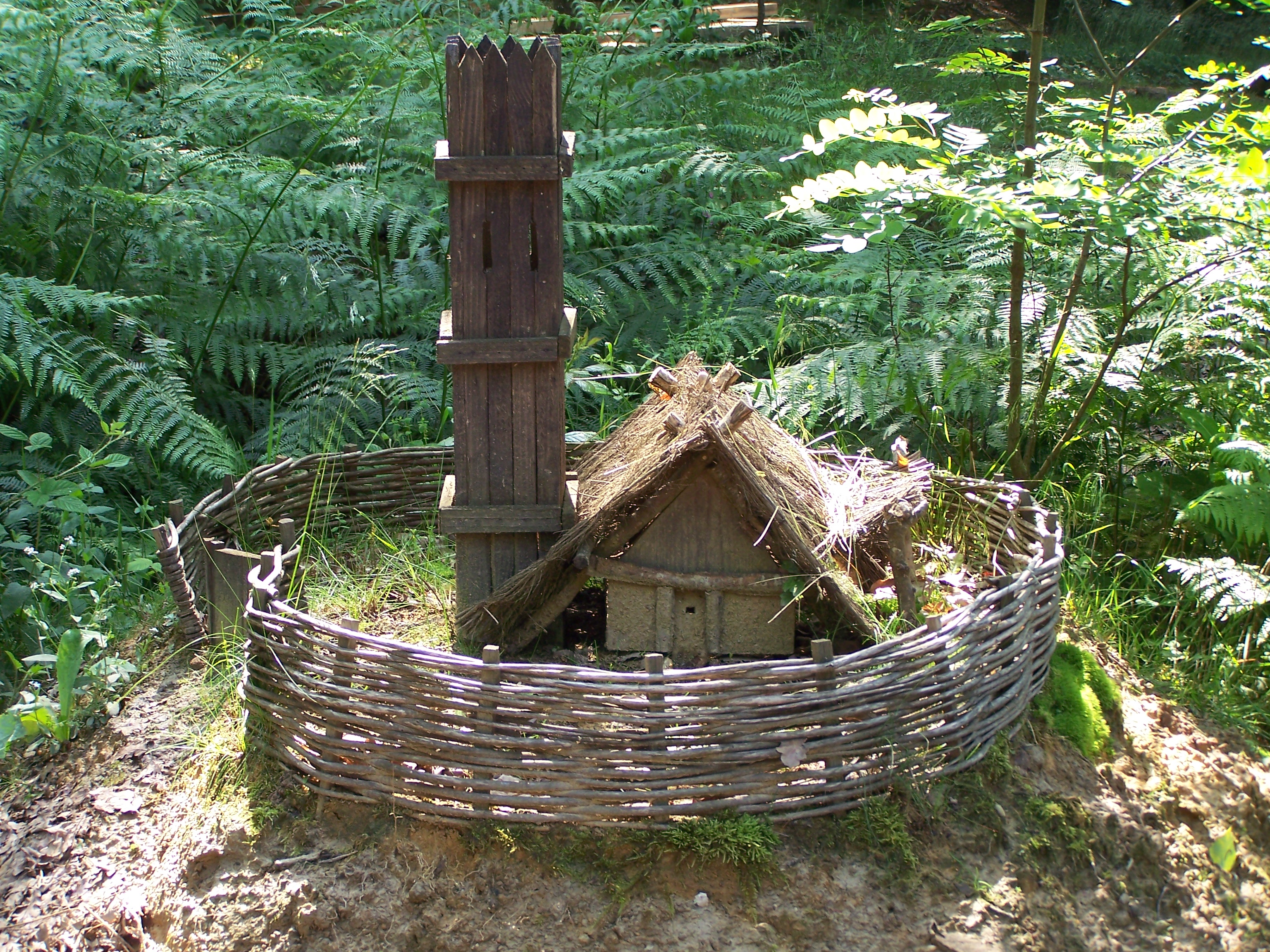 Fichier gu delon maquette maison fortifi e jpg wikip dia - Maison jardin house plan villeurbanne ...