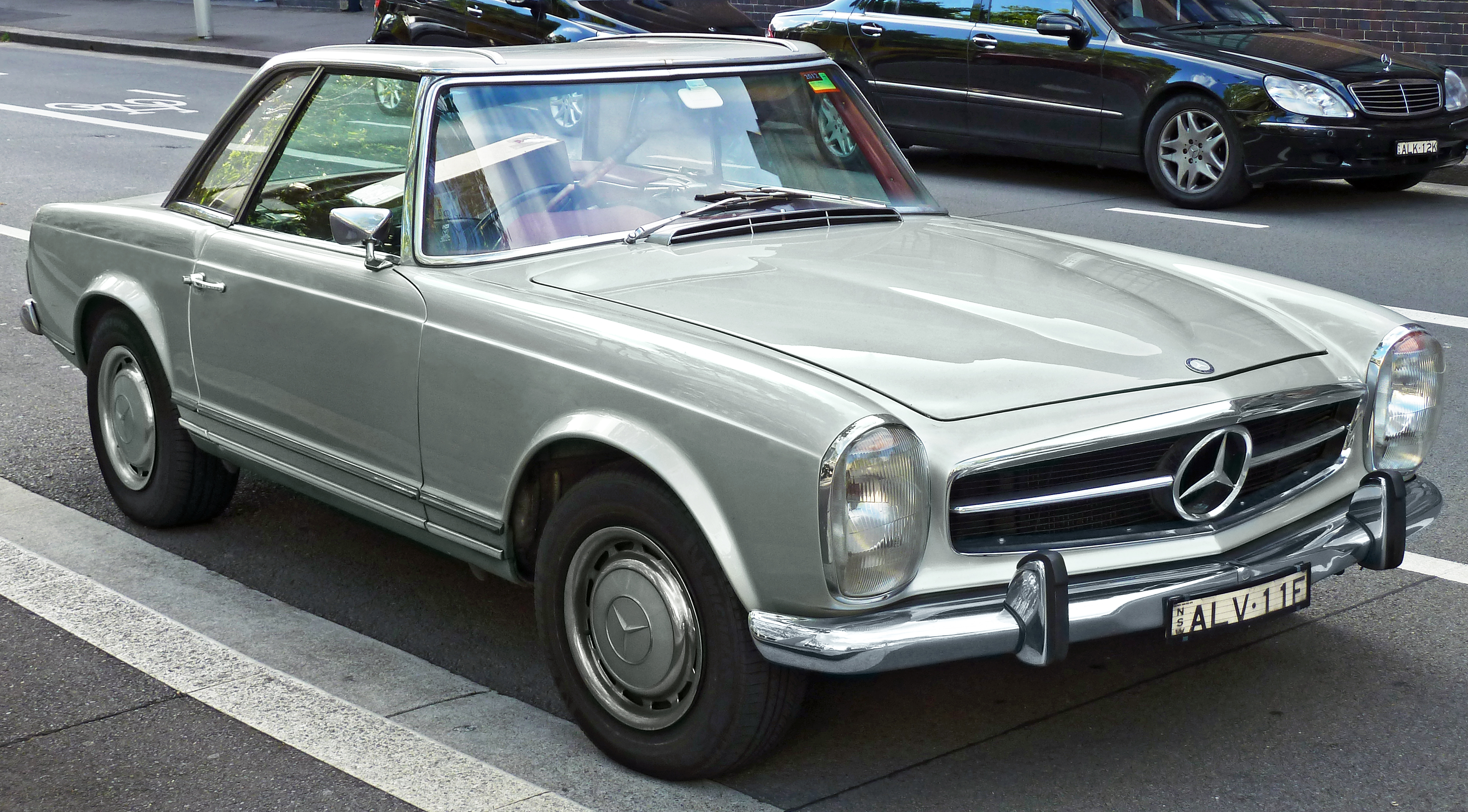 file 1969 mercedes benz 280 sl w 113 roadster 2011 10 31 wikimedia commons. Black Bedroom Furniture Sets. Home Design Ideas