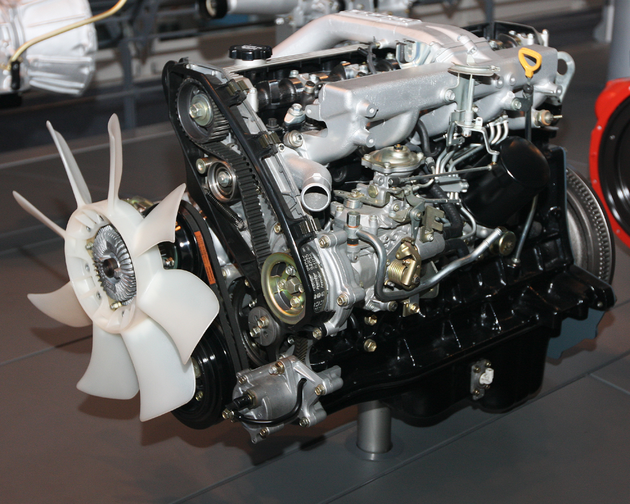 File 1989 Toyota 1HD T Type engine front Wikimedia