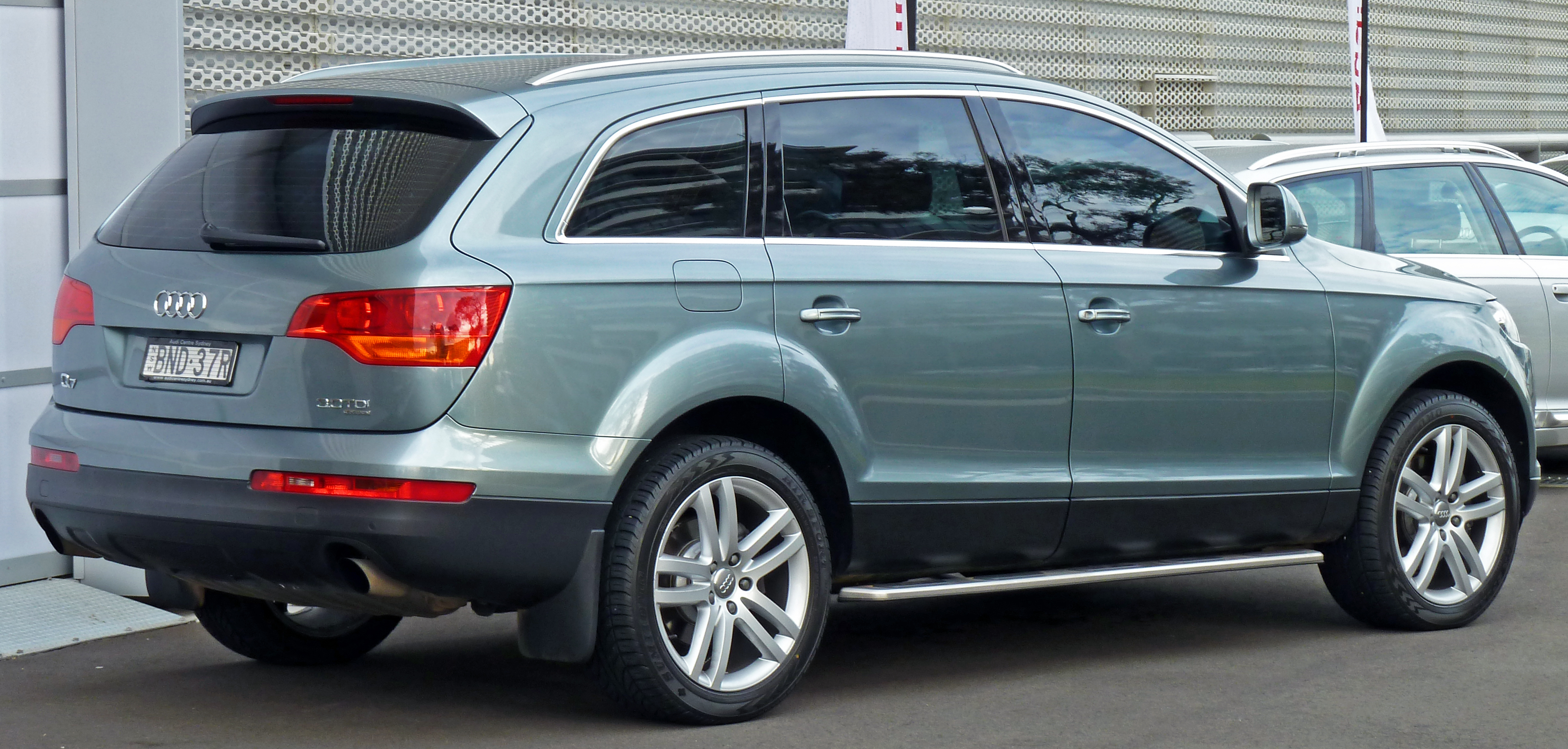 Audi Q7 30T and Volvo XC90 T6 SUV comparison Which is