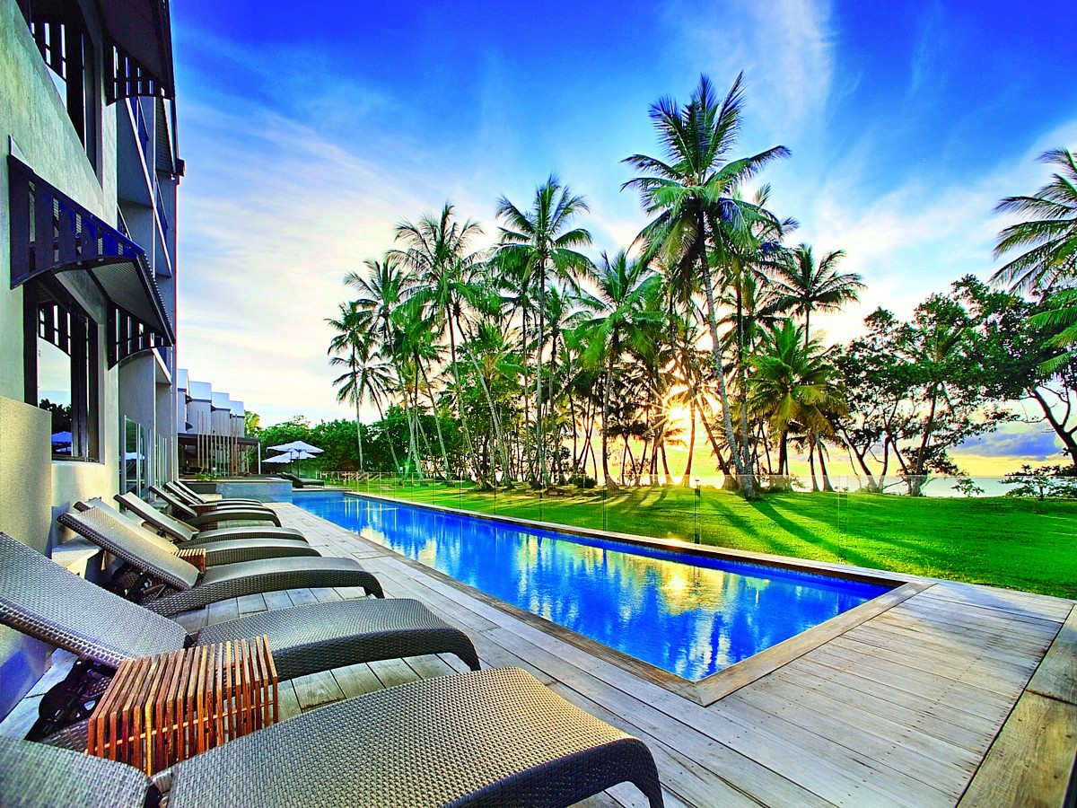 file 25m lap pool looking north castaways resort spa. Black Bedroom Furniture Sets. Home Design Ideas