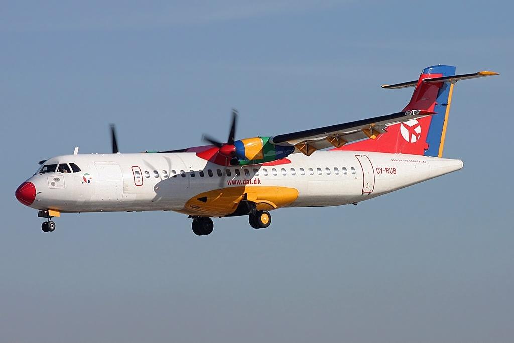 file atr 72 202 danish air transport dat jp5897086 jpg