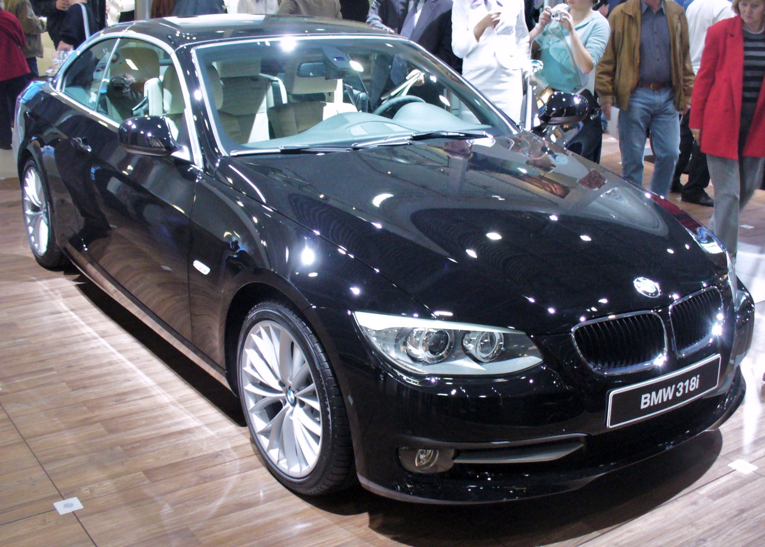 file bmw e93 318i cabrio facelift jpg wikimedia commons. Black Bedroom Furniture Sets. Home Design Ideas