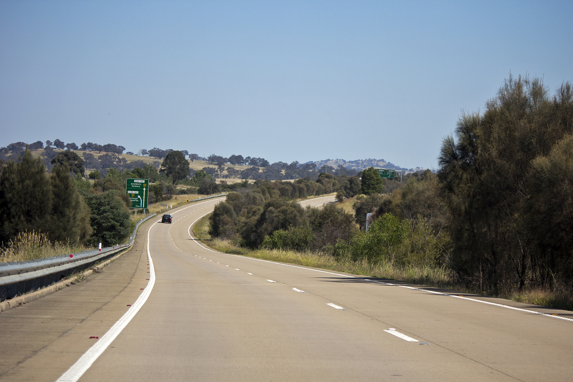 File:Barton Highway near the Hume Highway exits (1) jpg