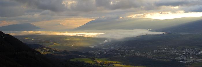 https://upload.wikimedia.org/wikipedia/commons/0/0e/Bellegarde_Sur_Valserine.jpg