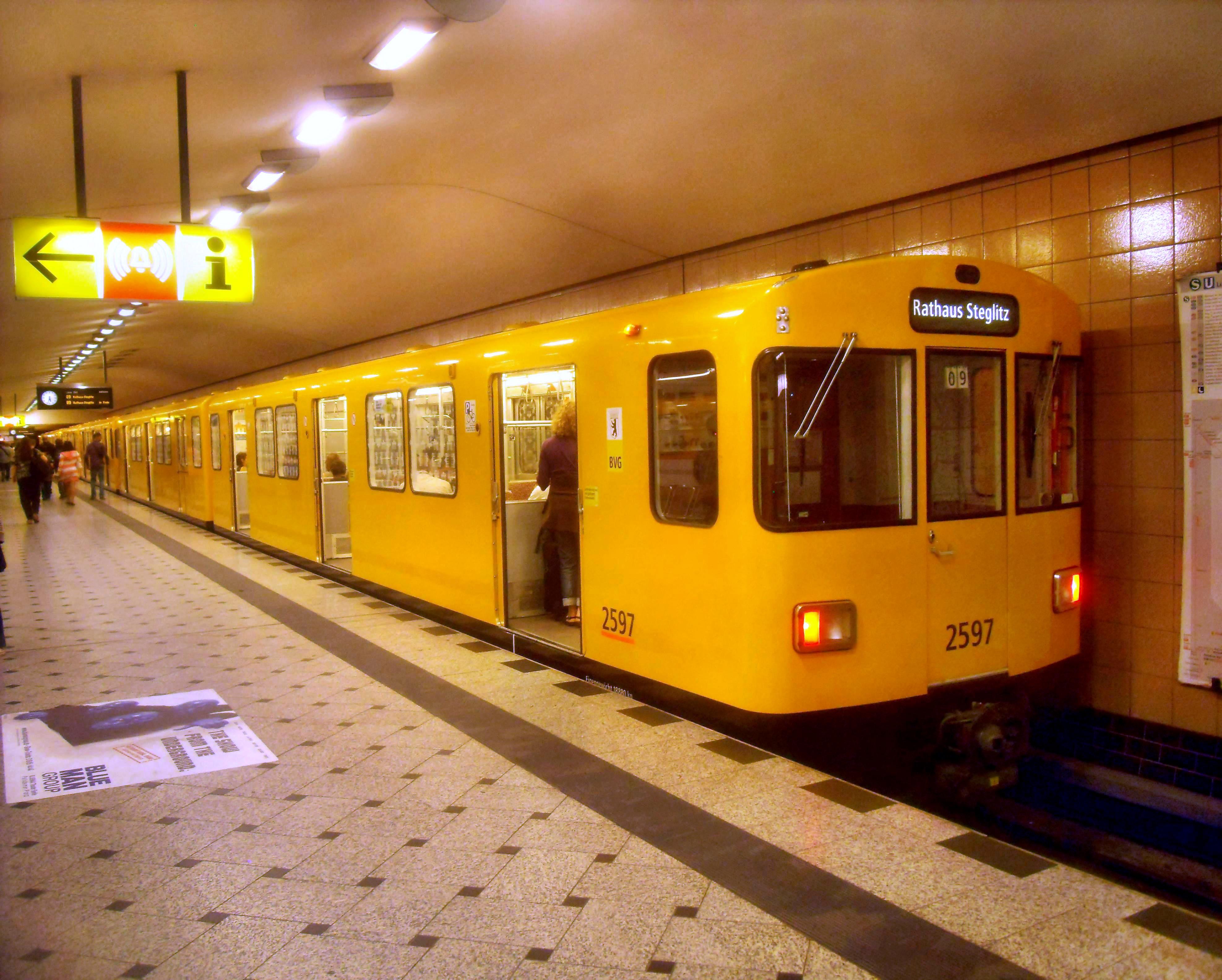 File:Berlin- U-Bahnhof Zoologischer Garten- U 9- Richtung Rathaus Steglitz