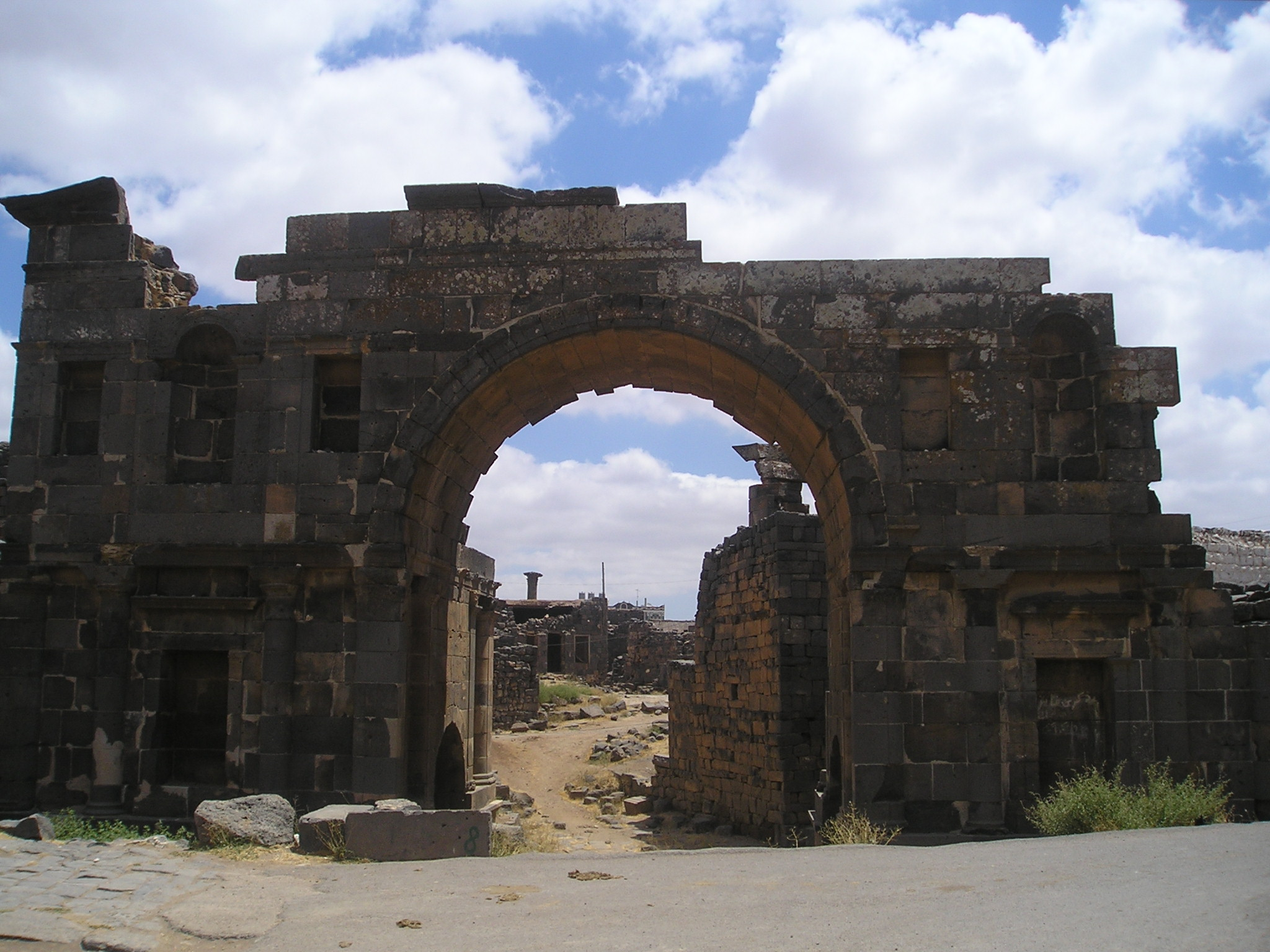 Bosra-NabateanArch.jpg