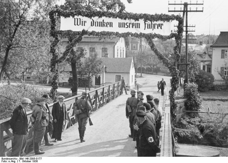 http://upload.wikimedia.org/wikipedia/commons/0/0e/Bundesarchiv_Bild_146-2005-0177%2C_Anschluss_sudetendeutscher_Gebiete.jpg