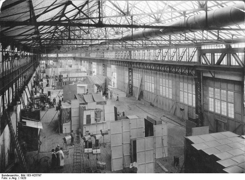 Jofa-Film-Atelier in Johannisthal Bundesarchiv, Bild 183-H25797 / CC-BY-SA 3.0 [CC BY-SA 3.0 de (https://creativecommons.org/licenses/by-sa/3.0/de/deed.en)], via Wikimedia Commons
