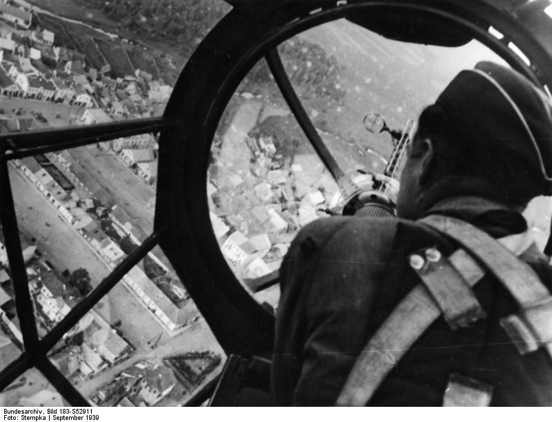 Bundesarchiv Bild 183-S52911, Polen, Blick aus Bugkanzel einer He 111.jpg