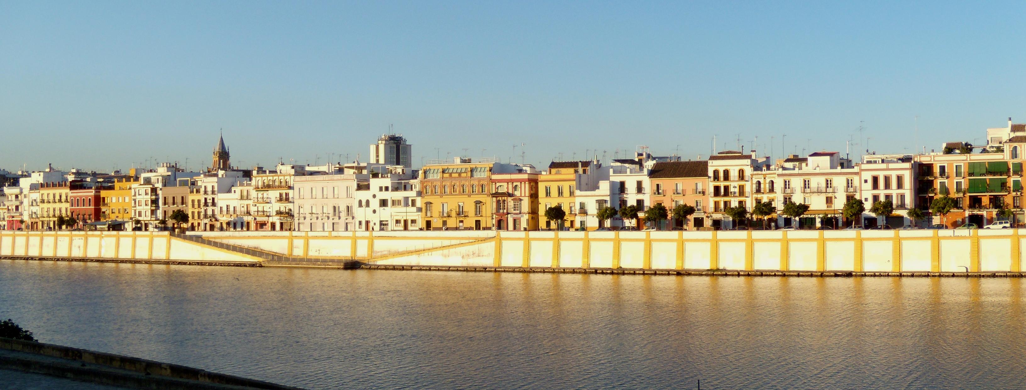 File calle betis morning light jpg wikimedia commons - Calle correduria sevilla ...