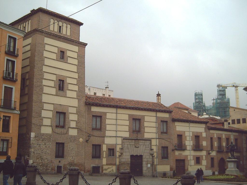Casa y torre de los lujanes wikipedia la enciclopedia libre - Canguro en casa madrid ...