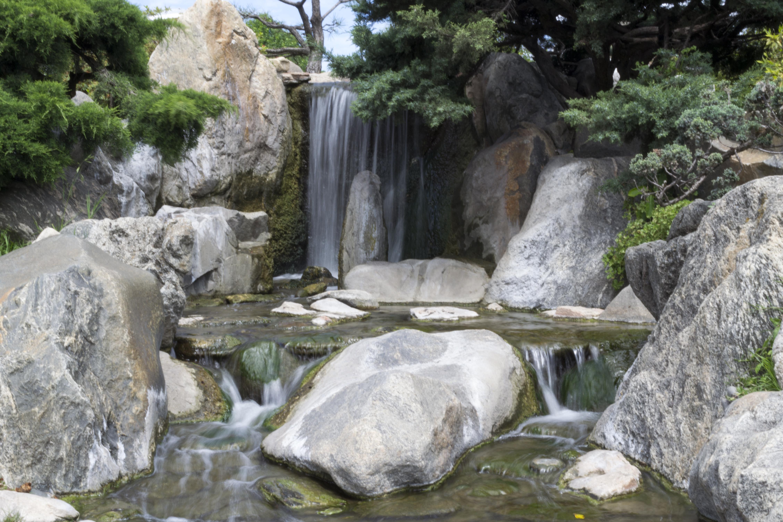 file cascada artificial en el jard n japon