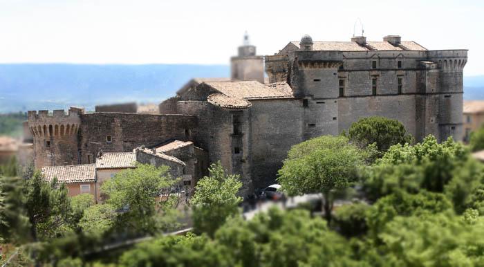 ファイル:Castle of Gordes by JM Rosier.JPG