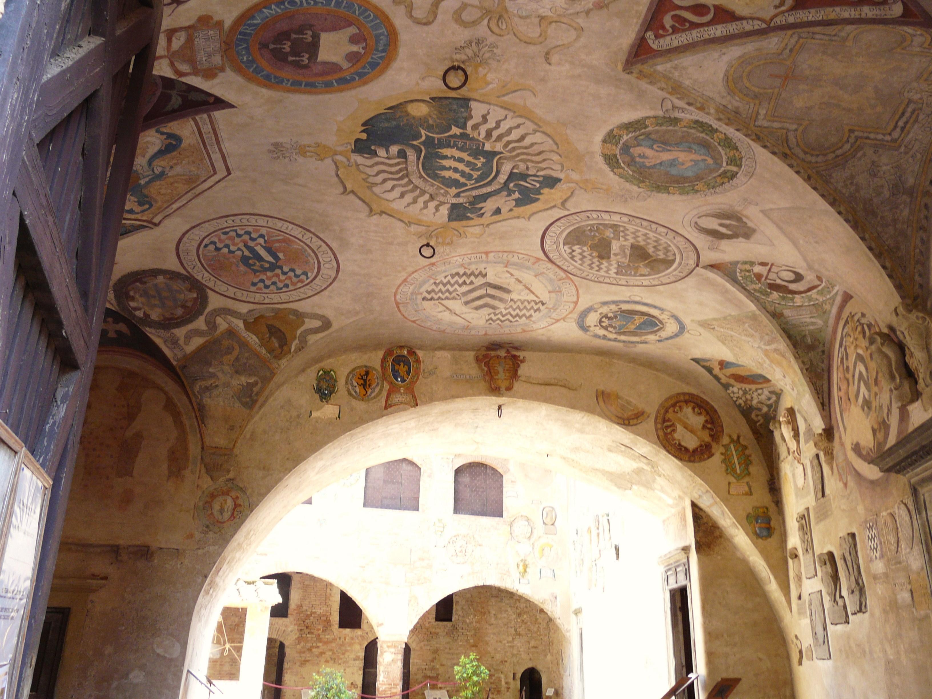 Certaldo Alto-palazzo pretorio-affreschi7.jpg