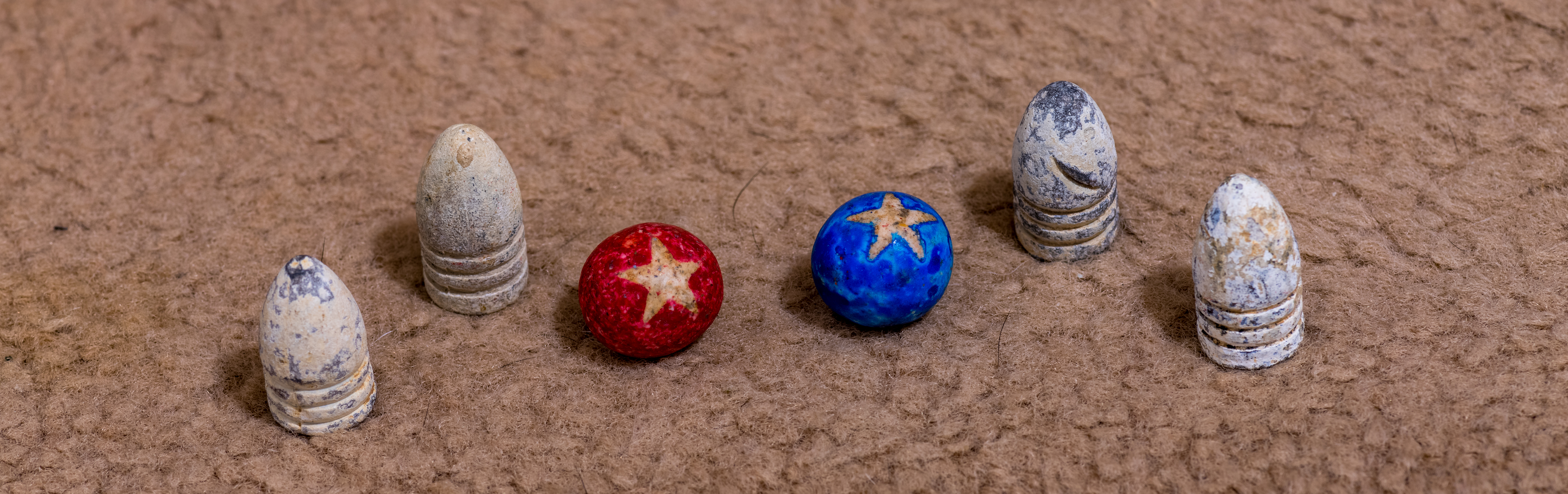 File Civil War Minie Ball And Clay Marbles 2 Jpg Wikimedia Commons