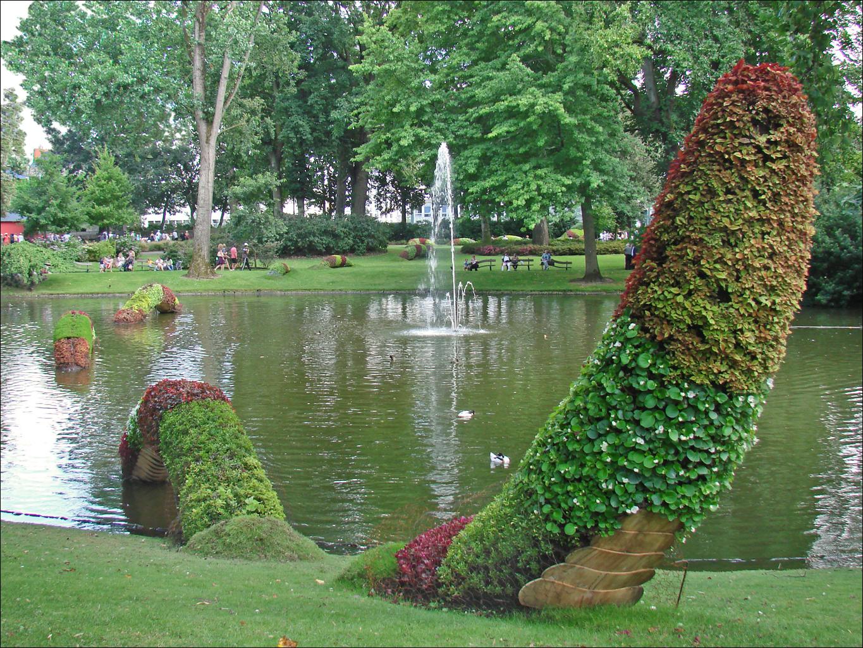 File:Claude Ponti au jardin des plantes (Le Voyage à Nantes 2014 ...