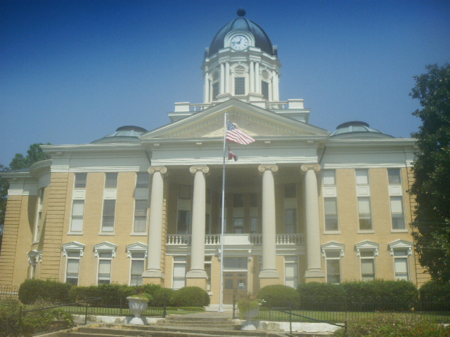 File:Courthouse in Downtown Mendenhall,Mississippi September 2012.jpg