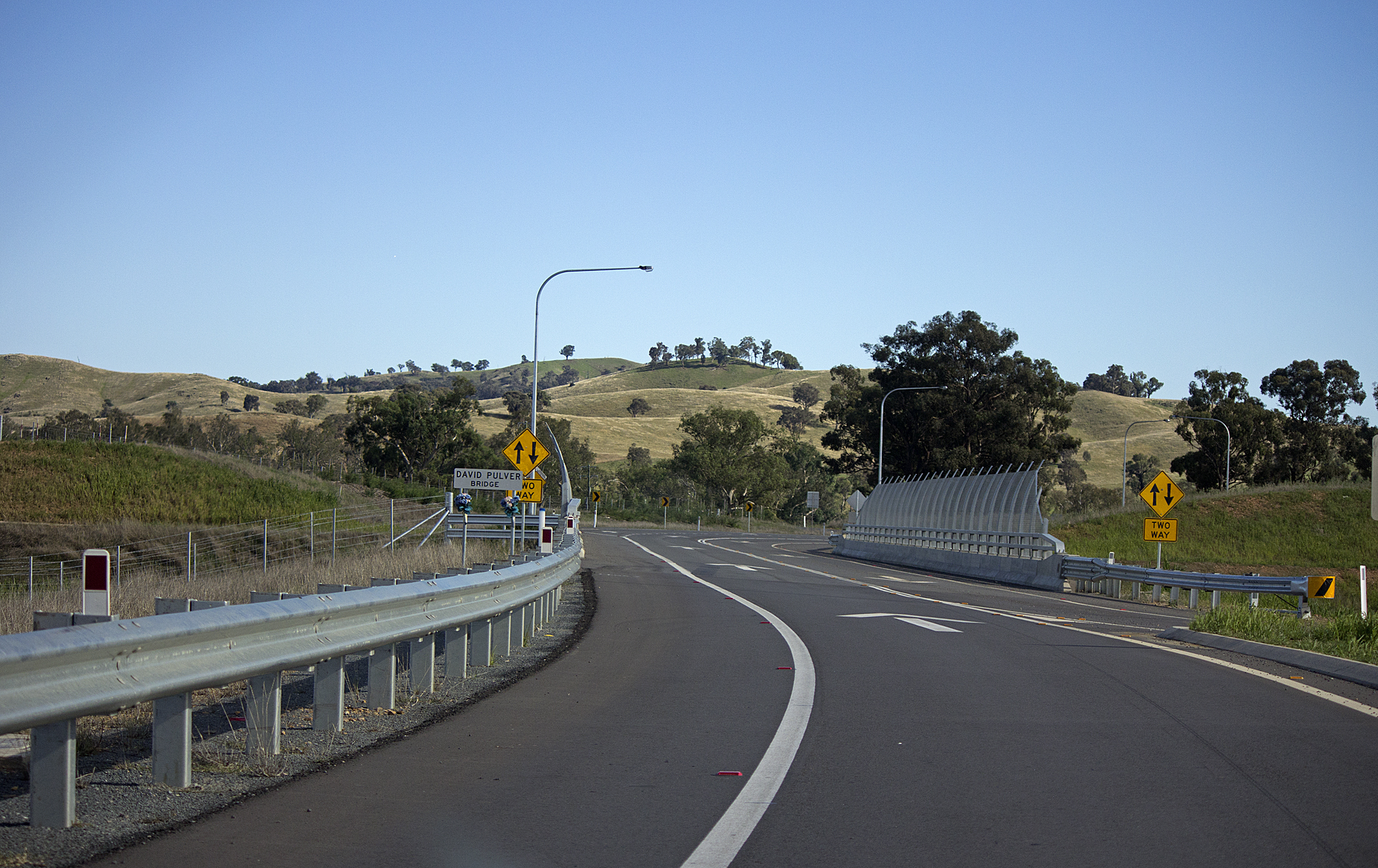 File:David Pulver Bridge over the Hume Highway and serves as