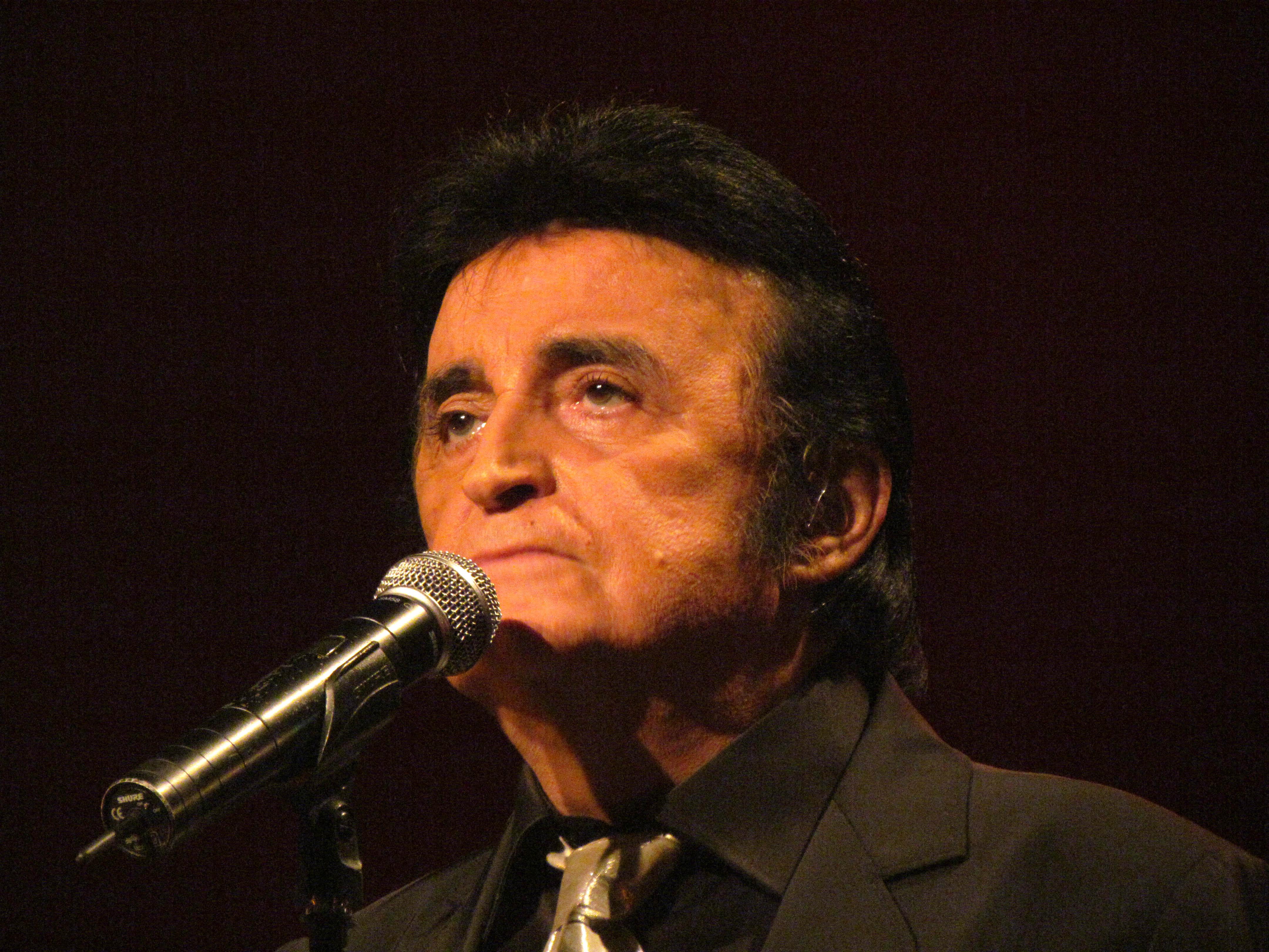 File:Dick Rivers sur scène le 24 mars 2012.jpg - Wikimedia Commons