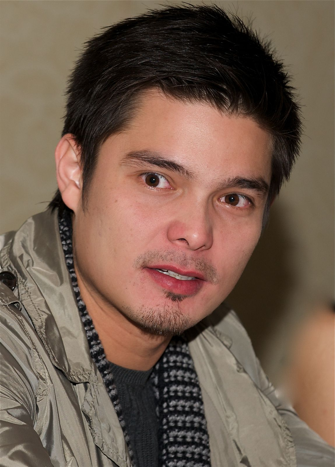 File:Dingdong Dantes LA Press Conference, December 2008 ...
