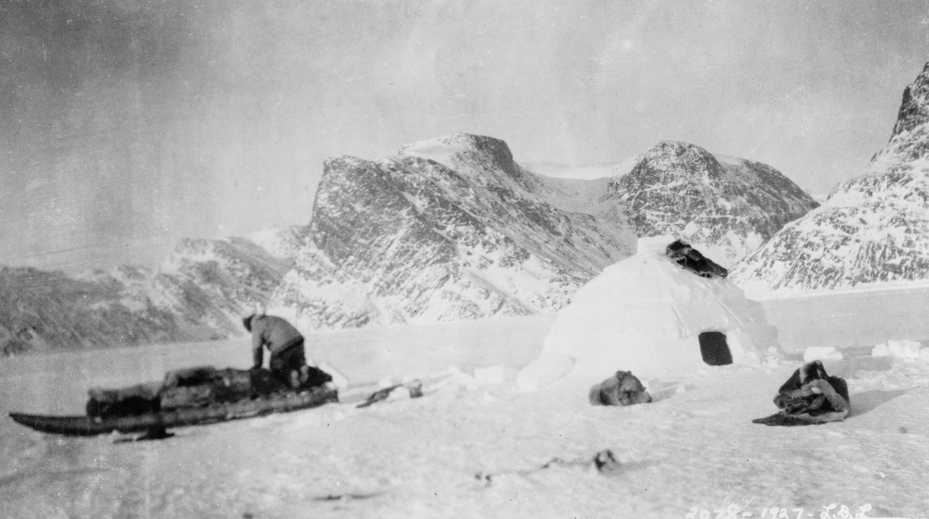 file eskimo building a snow house south of cape st david jpg
