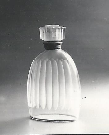 File Flacon Pour Eau De Toilette Celui De Du Couturier Jean Desses Modele Cree Par Pierre Camin Jpg Wikimedia Commons