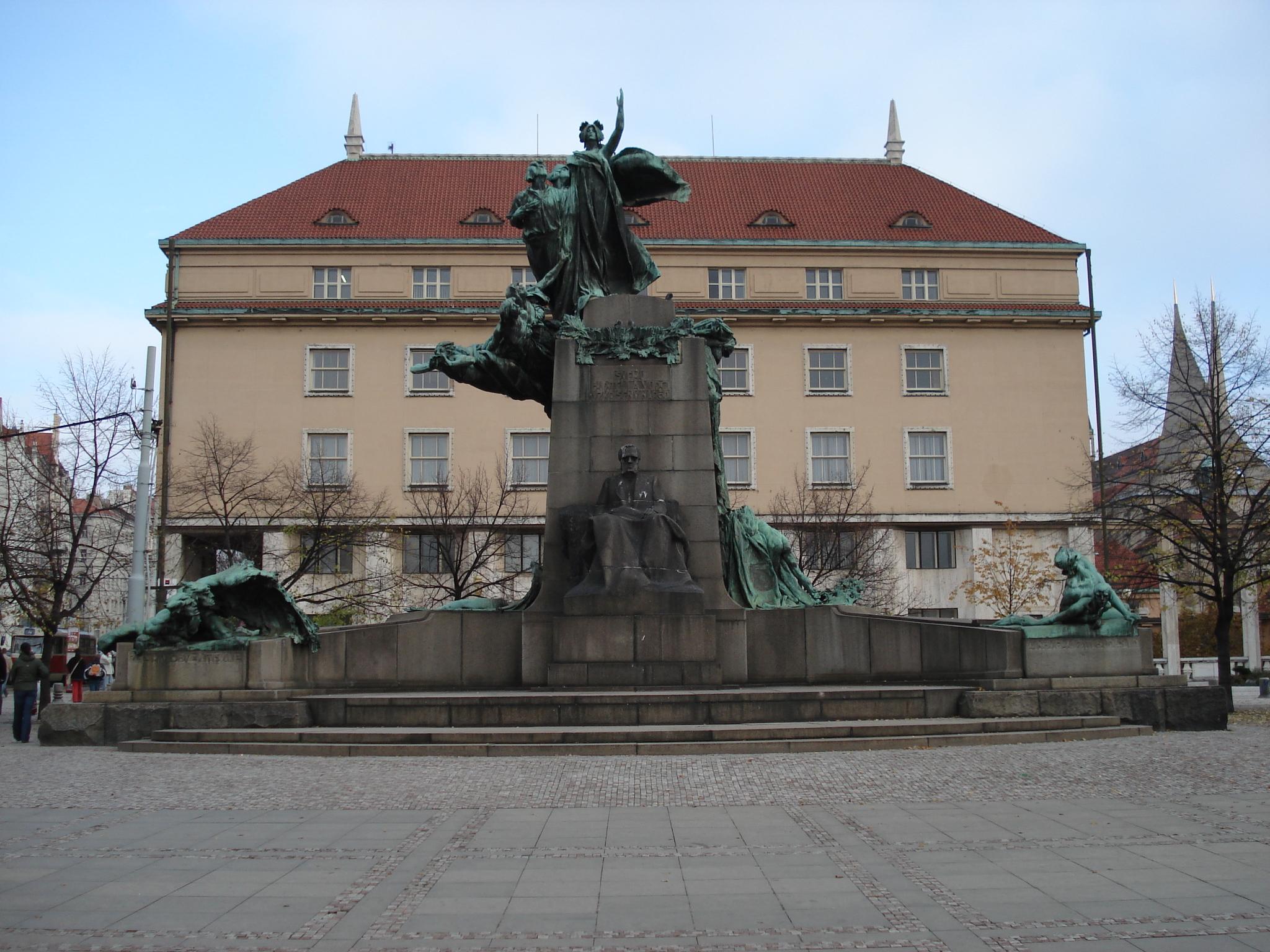 Frantisek_Palacky_monument