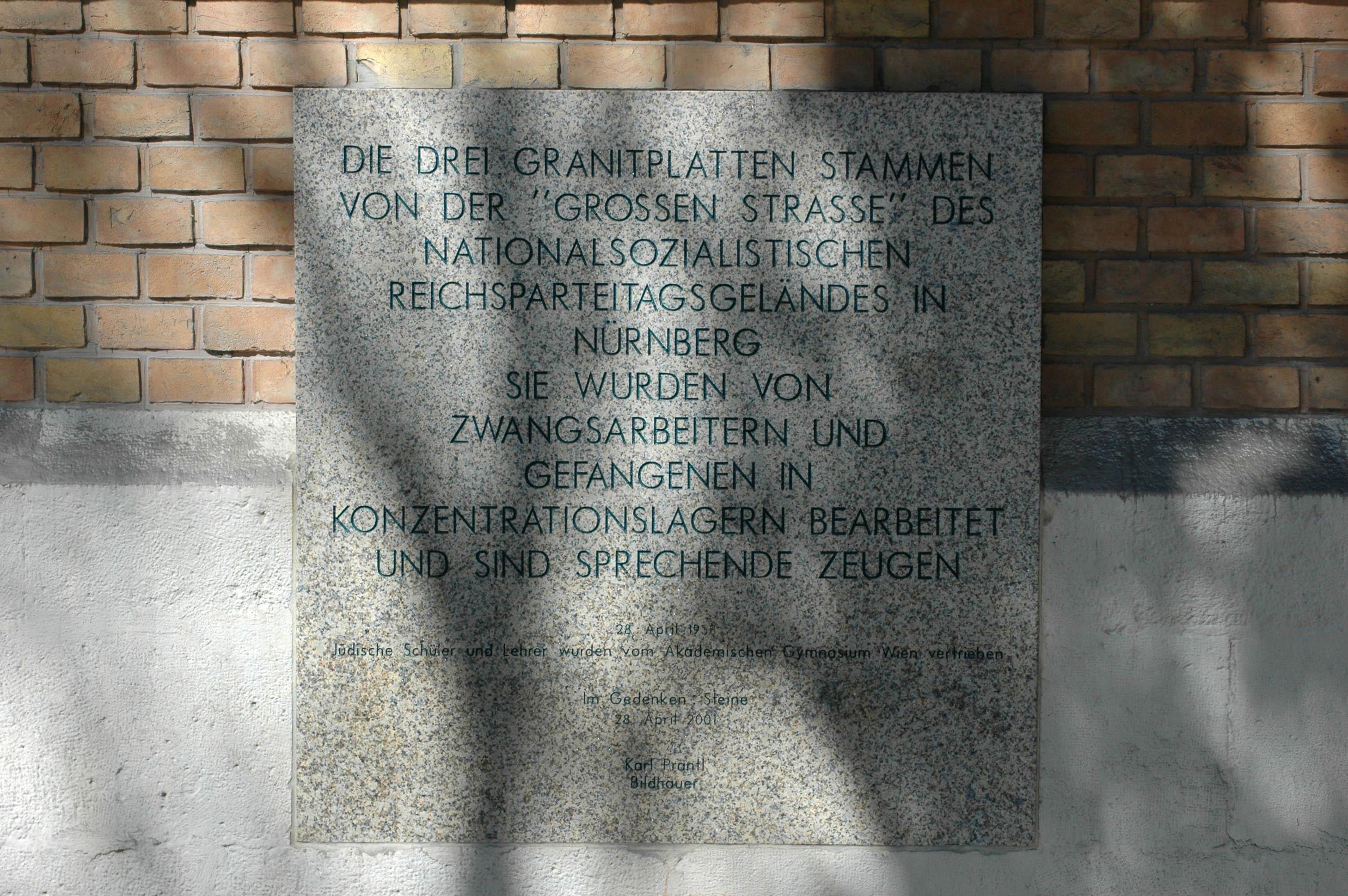 File Gedenktafel Zu Den Granitplatten Aus Nurnberg Jpg Wikimedia