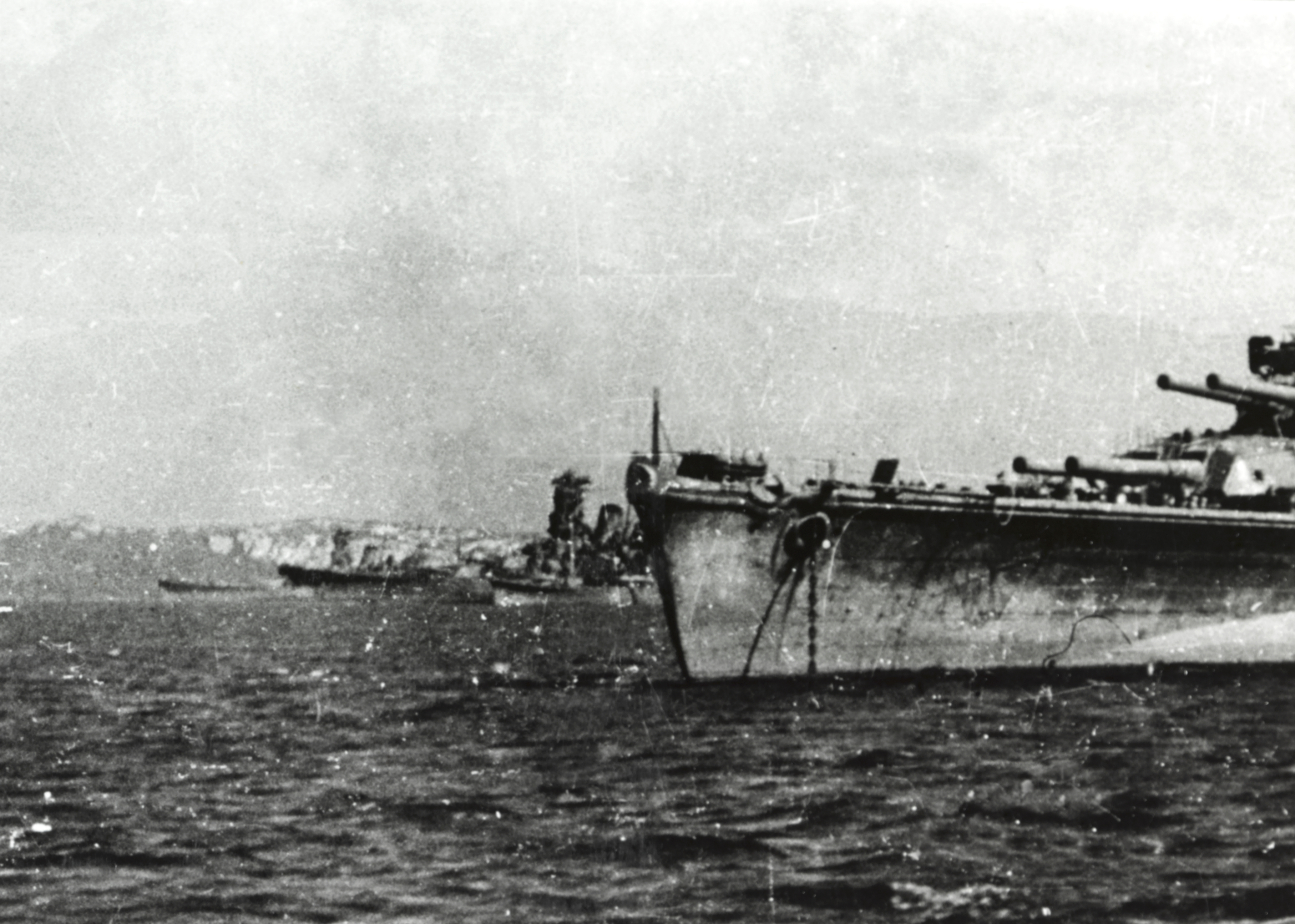 Tập tin:Japanese battleships at Brunei, Borneo, in October 1944 (NH 73090).jpg