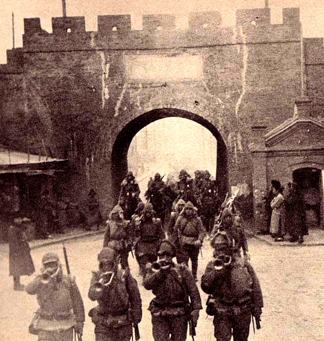 https://upload.wikimedia.org/wikipedia/commons/0/0e/Japanese_troops_entering_Tsitsihar.jpg