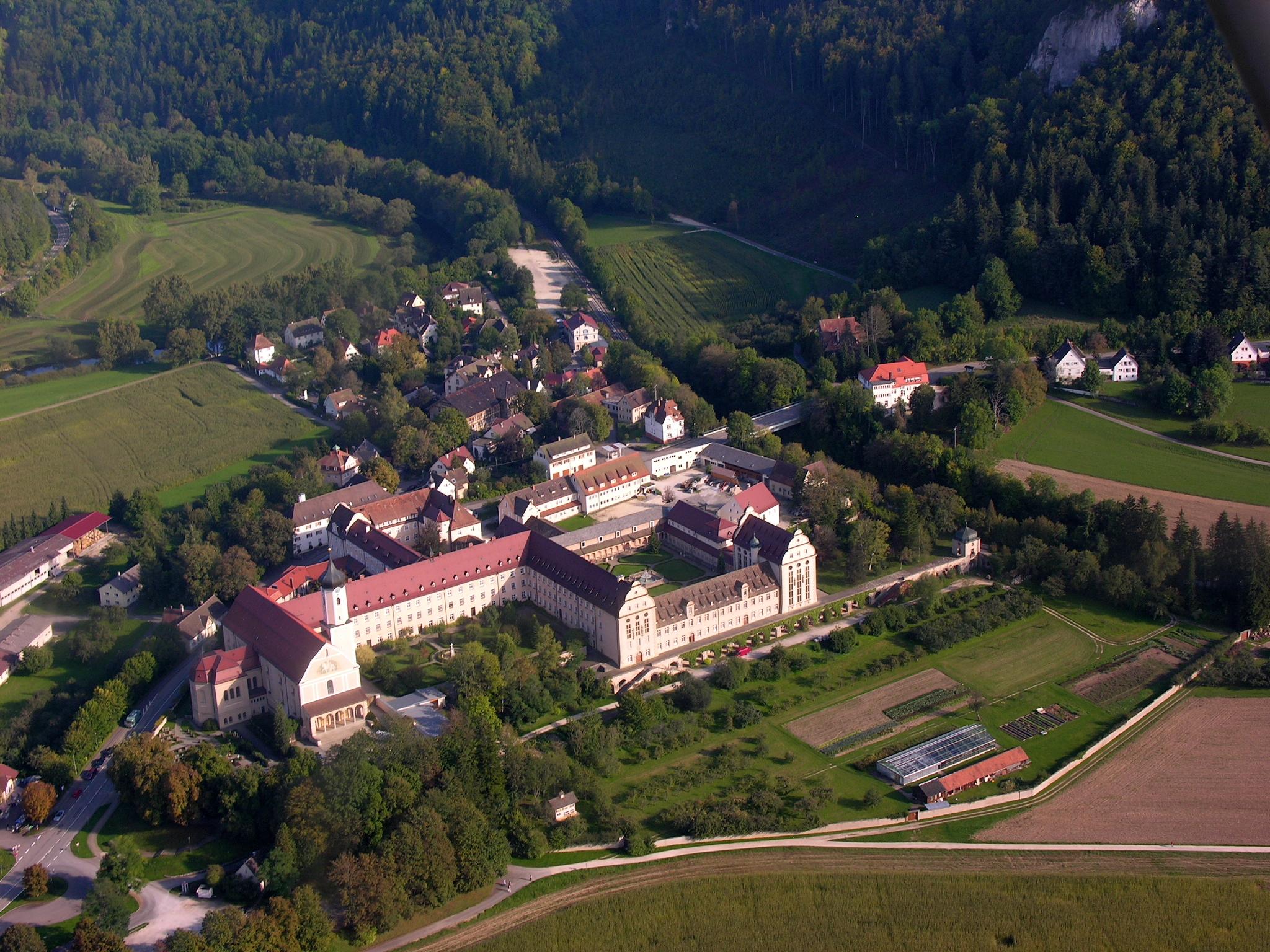 Kloster Beuron 2009 Blick von Nordwesten. Von Elke Wetzig, User:Elya, Eigenes Werk, CC BY-SA 3.0