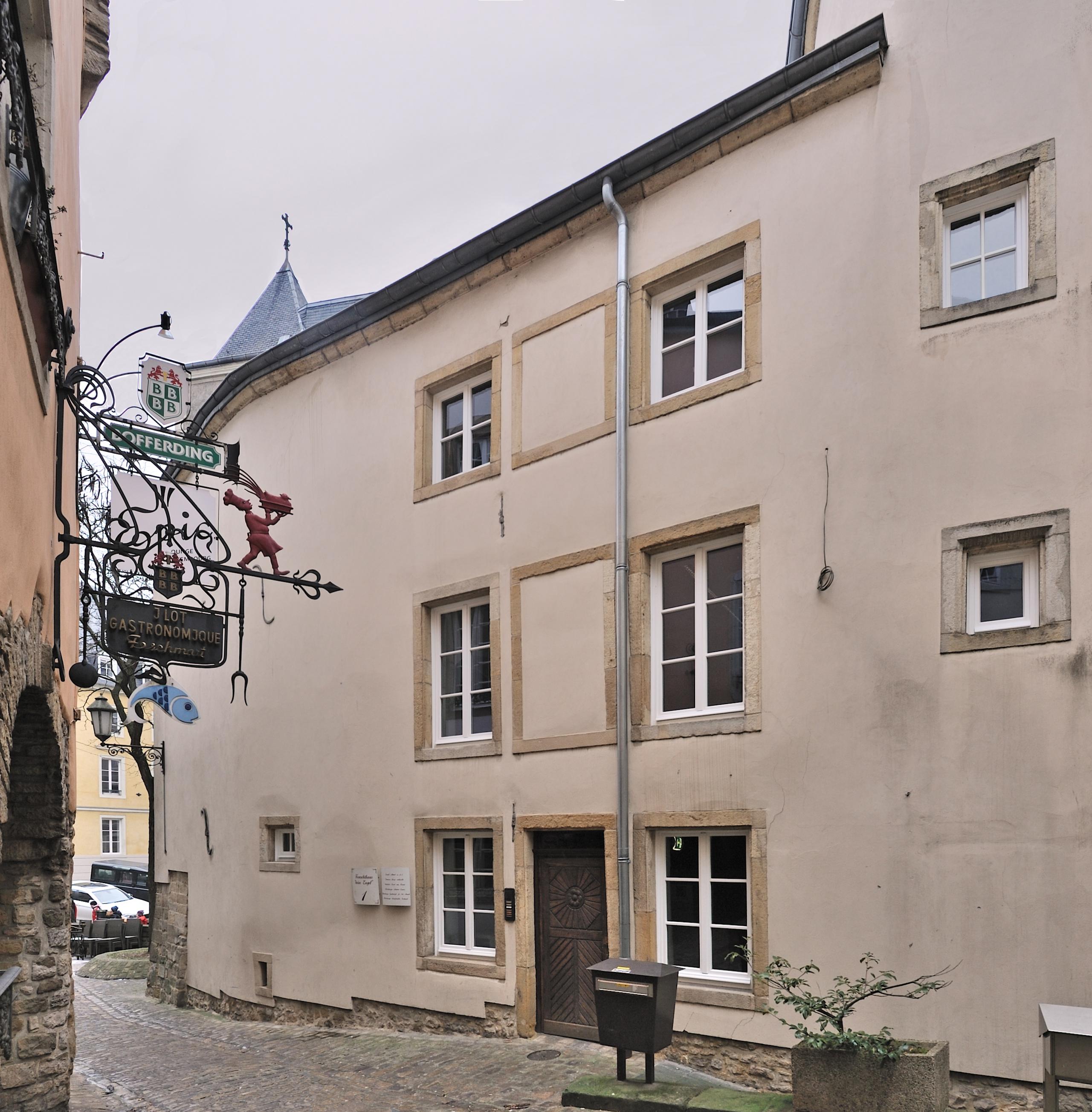File luxembourg city rue de la loge wikimedia for Maison moderne luxembourg wikipedia