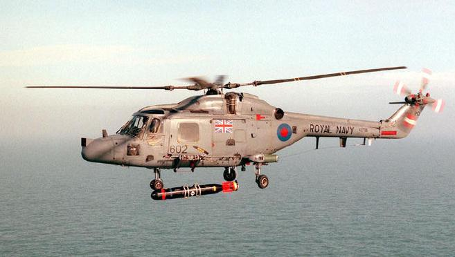 ファイル:Lynx Mk3 Helicopter with Torpedo Royal Navy.JPG