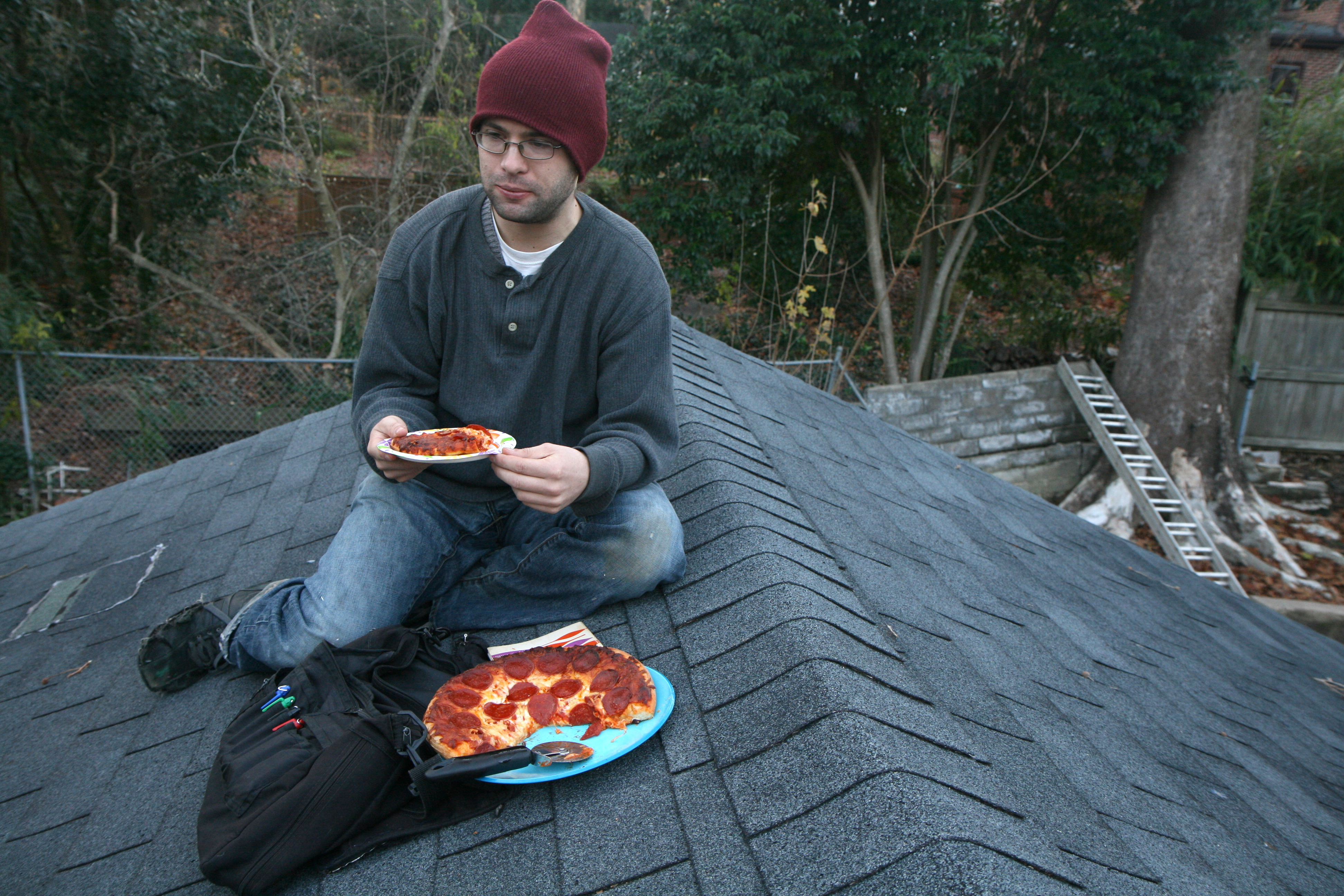 File Man Eating Pepperoni Pizza On A Roof Jpg Wikimedia