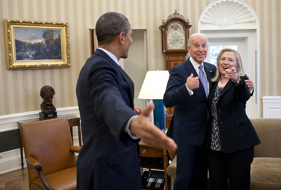 File:Obama Biden and Clinton in the Oval Office.jpg - Wikimedia ...