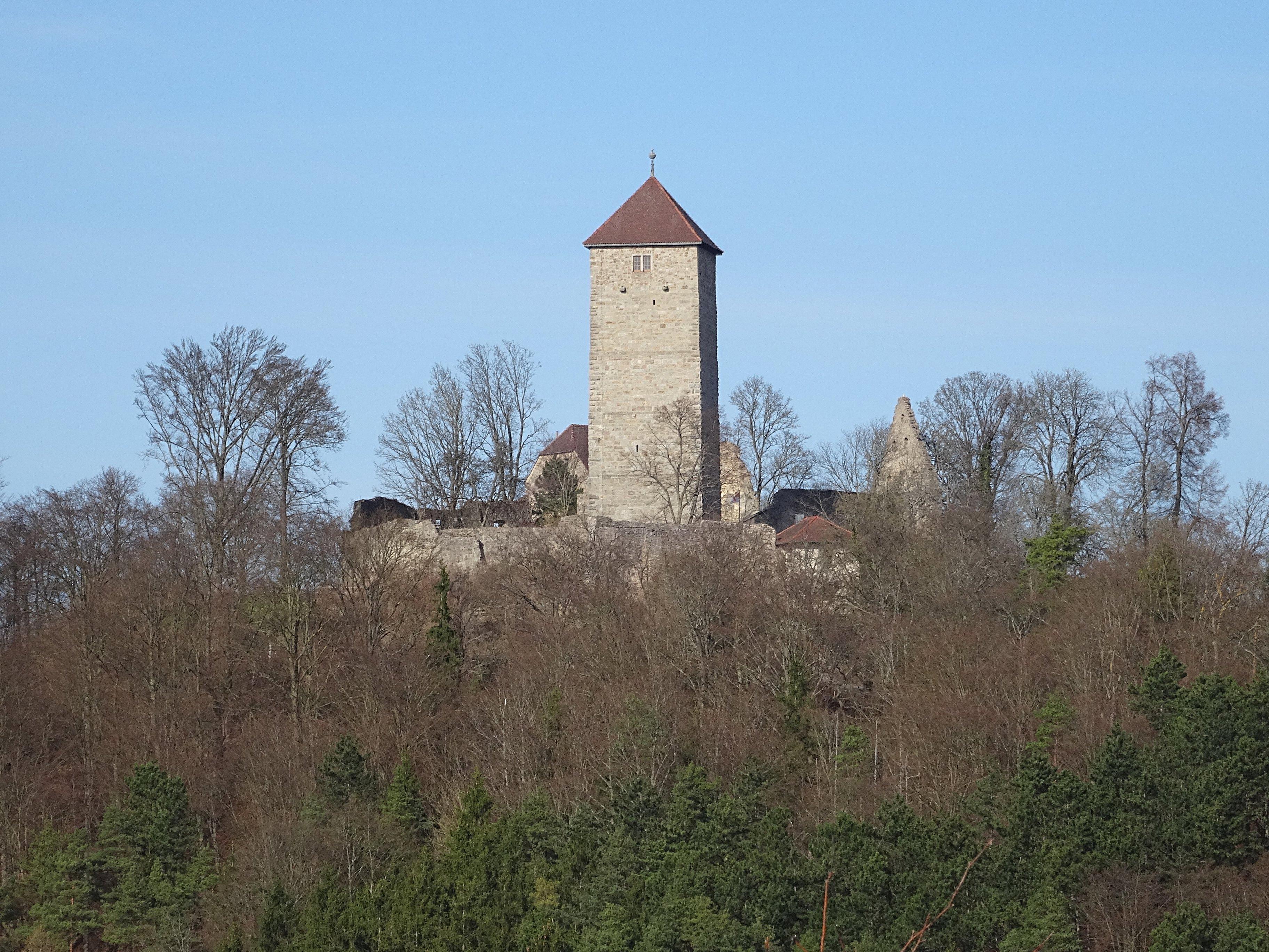 https://upload.wikimedia.org/wikipedia/commons/0/0e/Ostheim_Ruine_Lichtenburg_06.jpg